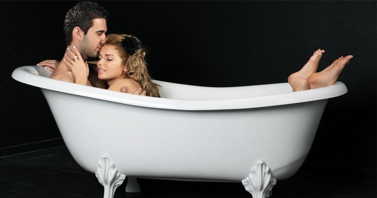 фото в ванной девушки и парня